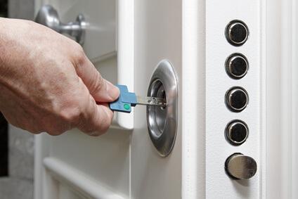 Sicherheitsbolzen in einer Tür